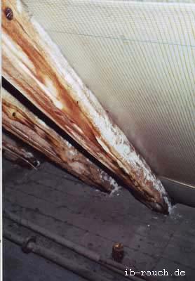 chemische korrosion an holzkonstruktion im dachstuhl. Black Bedroom Furniture Sets. Home Design Ideas
