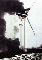 Brennende Windanlage