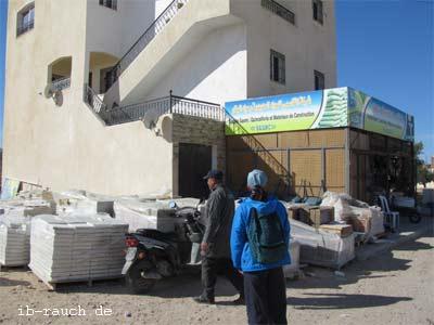 Freie Treppe bei den Häusern in Tunesien